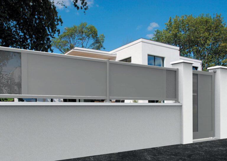 Portail battant en aluminium MAYO13_CL_P2TP Clôture lames horizontales 200 mm + décor tôle perforée