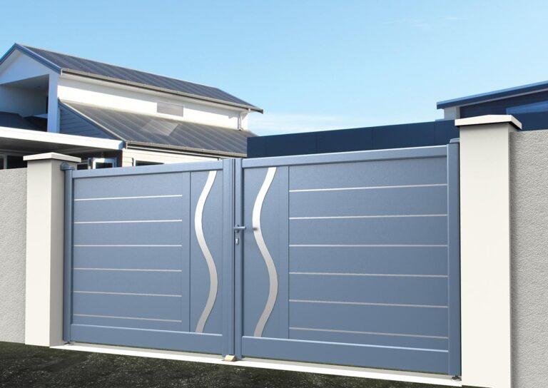 Portail battant en aluminium ORIO04_B_S2DA Lames horizontales 200 mm avec liserés + décor ondulation