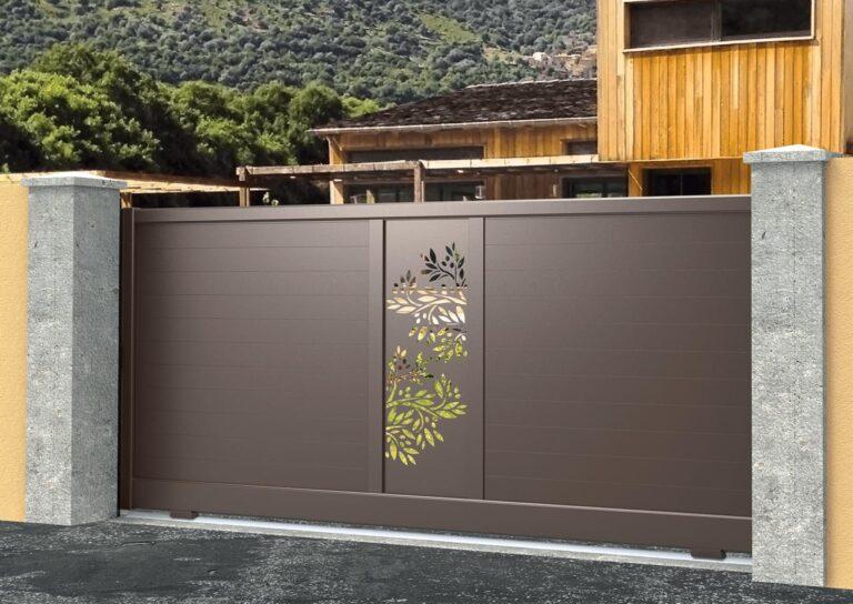 Portail battant en aluminium ATAC22_C1_P1TV Lames 120 mm horizontales + décor tôle olivier