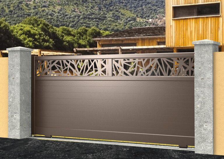 Portail battant en aluminium ATAC23_C1_P1TB Lames 120 mm horizontales + décor tôle brisure