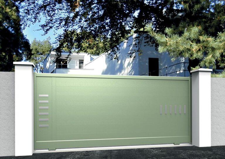 Portail battant en aluminium CARE14_C1_P2DA Lames horizontales 200 mm + décor lignes