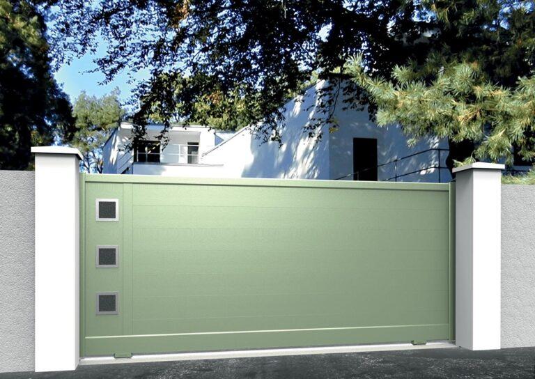Portail battant en aluminium CARE21_C1_P2DA Lames horizontales 200 mm + décor carrés de pierre