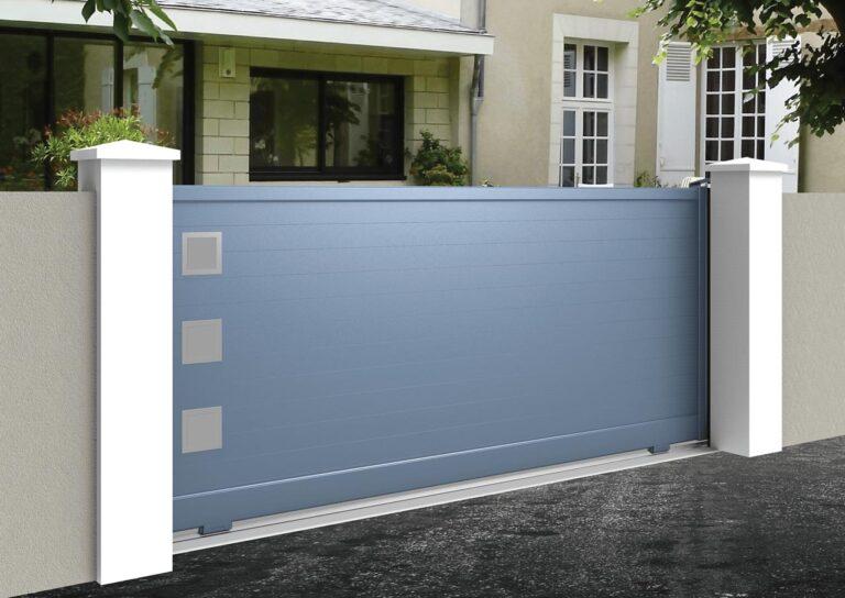 Portail battant en aluminium GANY12_C1_P1 Lames horizontales 120 mm + décor hublots