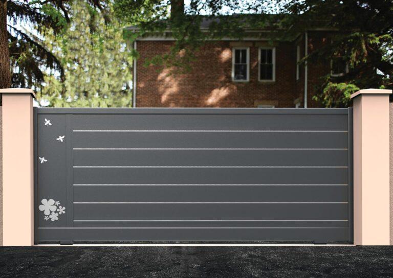 Portail battant en aluminium ORIO05_C1_S2DA Lames horizontales 200 mm + décor butinage