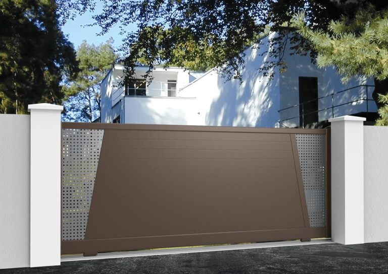 Portail battant en aluminium SAHA52_C1_P1SI Lames horizontales 120 mm + tôle en style inox