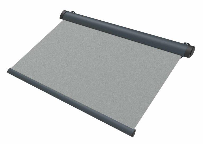 Portail battant en aluminium PYRENEES-2 Pour harmoniser vos stores à votre façade, le choix des couleurs et des motifs pour la toile est complètement libre.