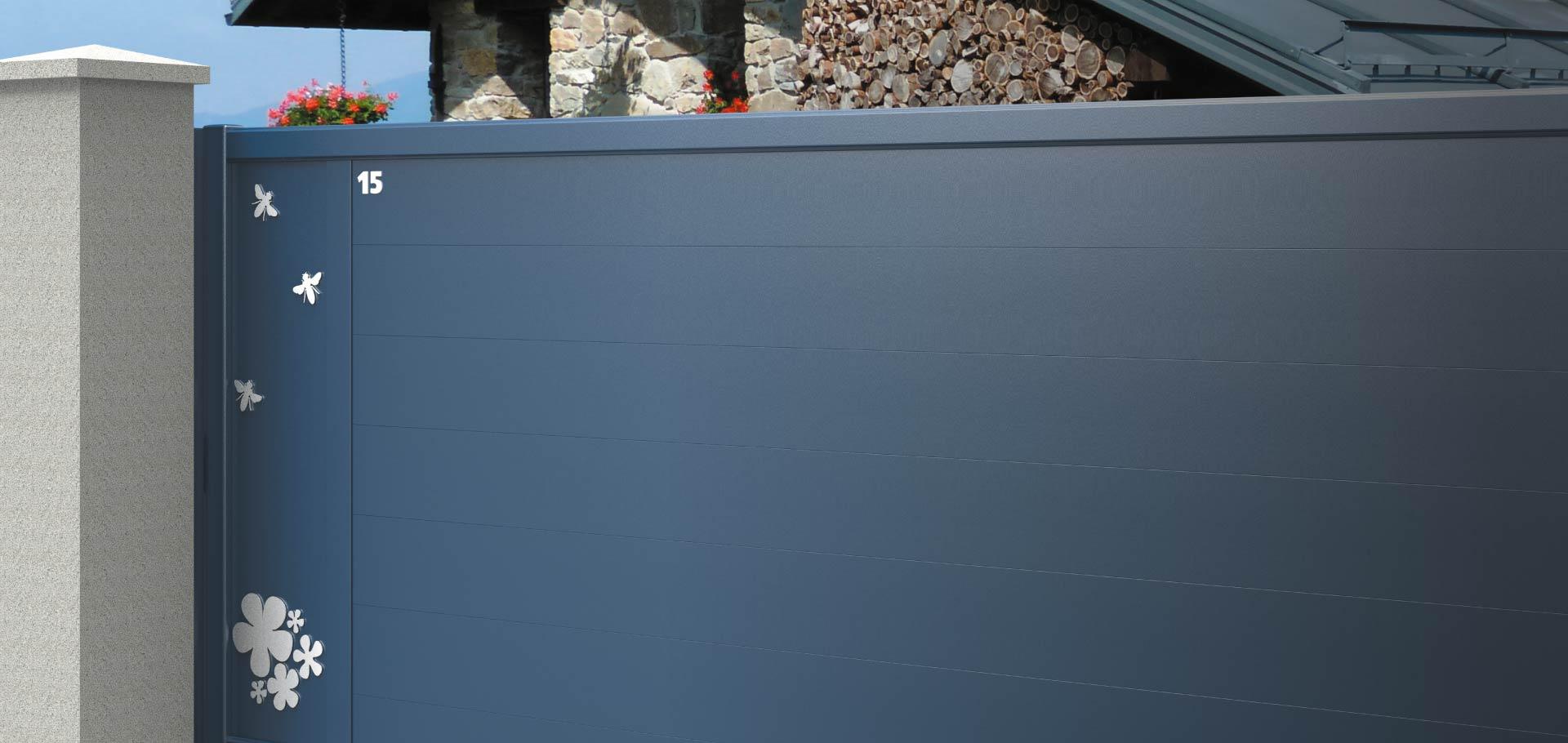 Décorations sur portail aluminium