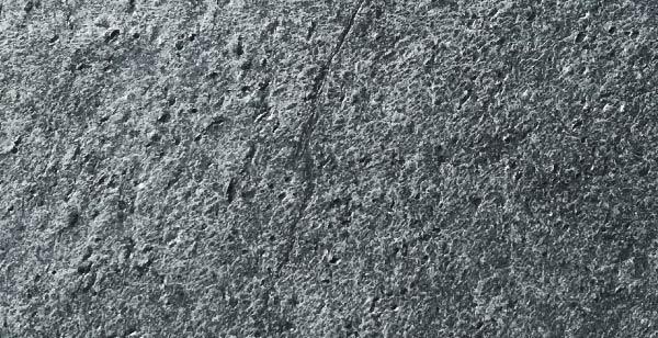 Décor pierre sur portail aluminium